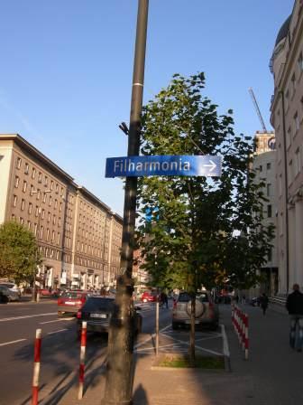 フィルハーモニアの案内標識.jpg