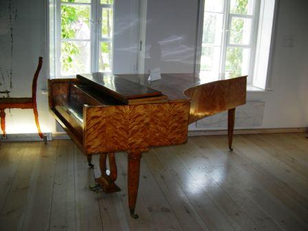 生家 ショパンの弾いたピアノ.jpg